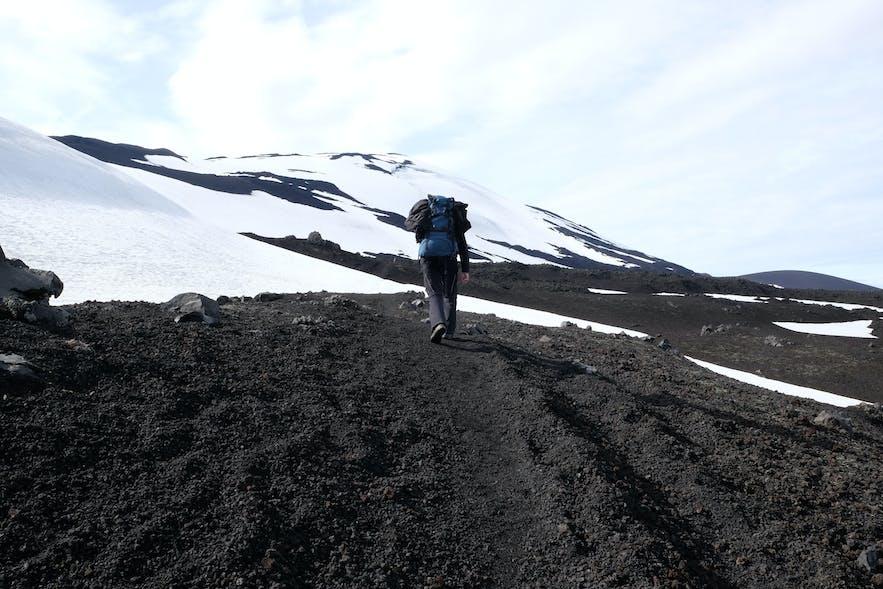 Schneefelder in den höhreren Lagen an der Hekla
