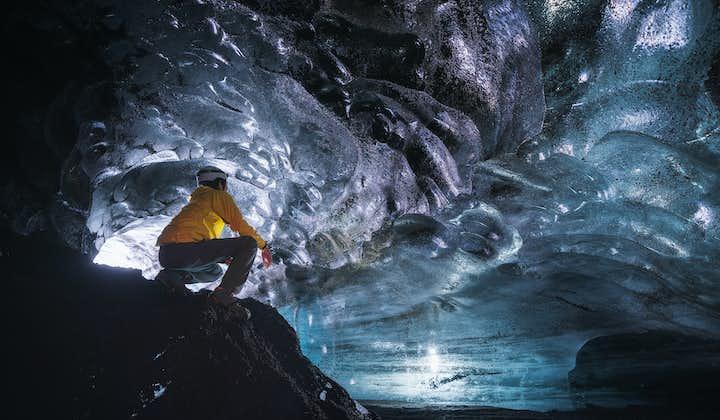 3-godzinna wycieczka Super Jeepem do jaskini lodowej, z wędrówką po lodowcu nad wulkanem Katla i transferem z Vik