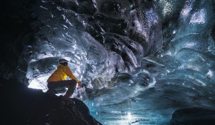 Tur till isgrottan Katla med superjeep från Vík på södra Island