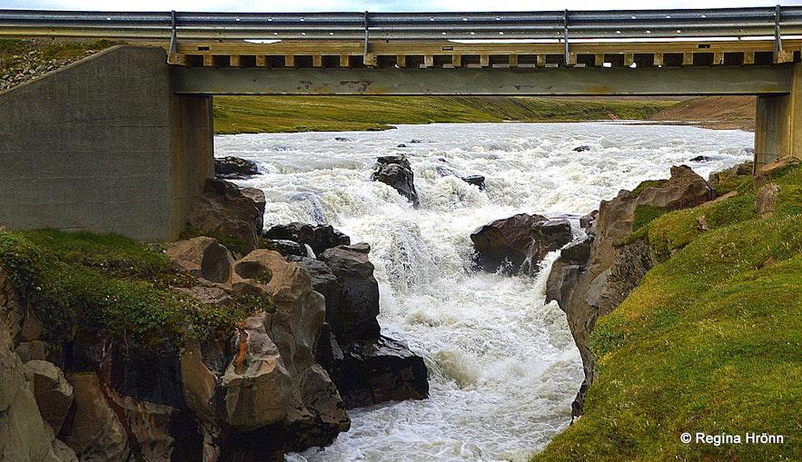 Hvinur waterfall in Jökulfall