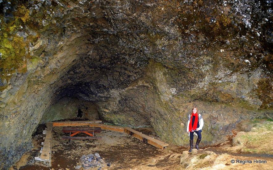 Regína in Stóri-Hellir cave in Hellisskógur forest