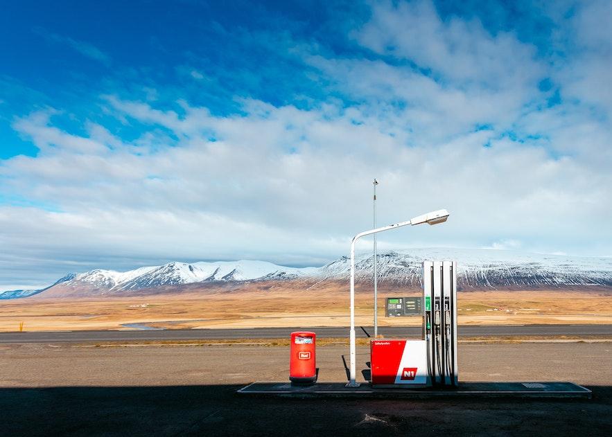 冰岛野外有很多加油站,最著名的是N1