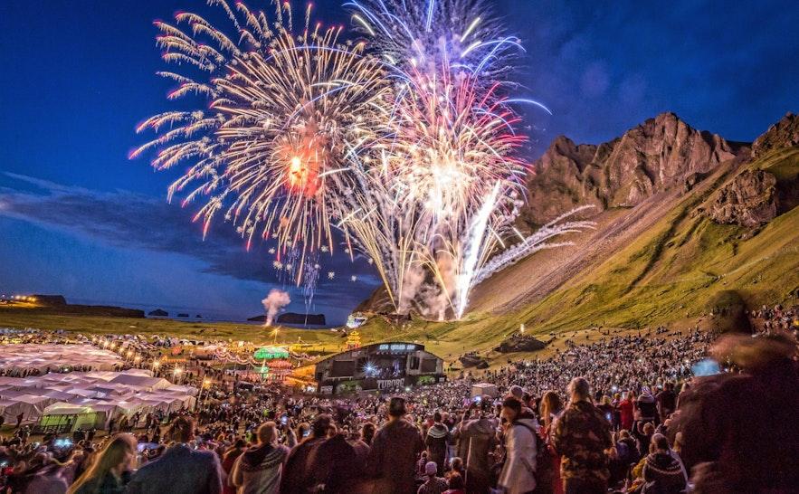Þjóðhátíð-festivalen på Västmannaöarna är en välbesökt festival på sommaren på Island.