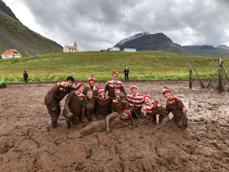 Мирарбольтинн, футбол в грязи, в Исафьорде, Исландия