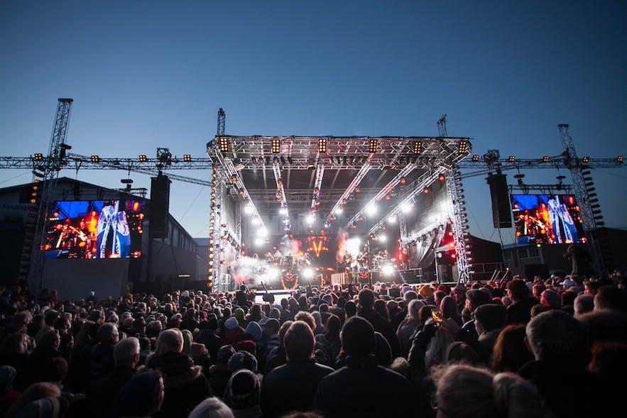 ダルヴィークで開かれる「魚のフェスティバル」Fiskidagurinn Mikliではローカルのミュージシャンのライブが楽しめる