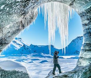 レイキャビク発|ミールダルスヨークトル氷河の洞窟と南海岸の名瀑