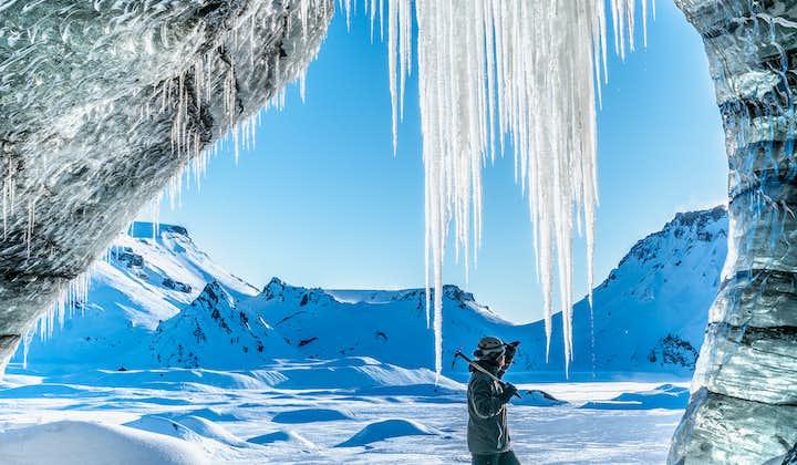 レイキャビク発 ミールダルスヨークトル氷河の洞窟と南海岸の名瀑