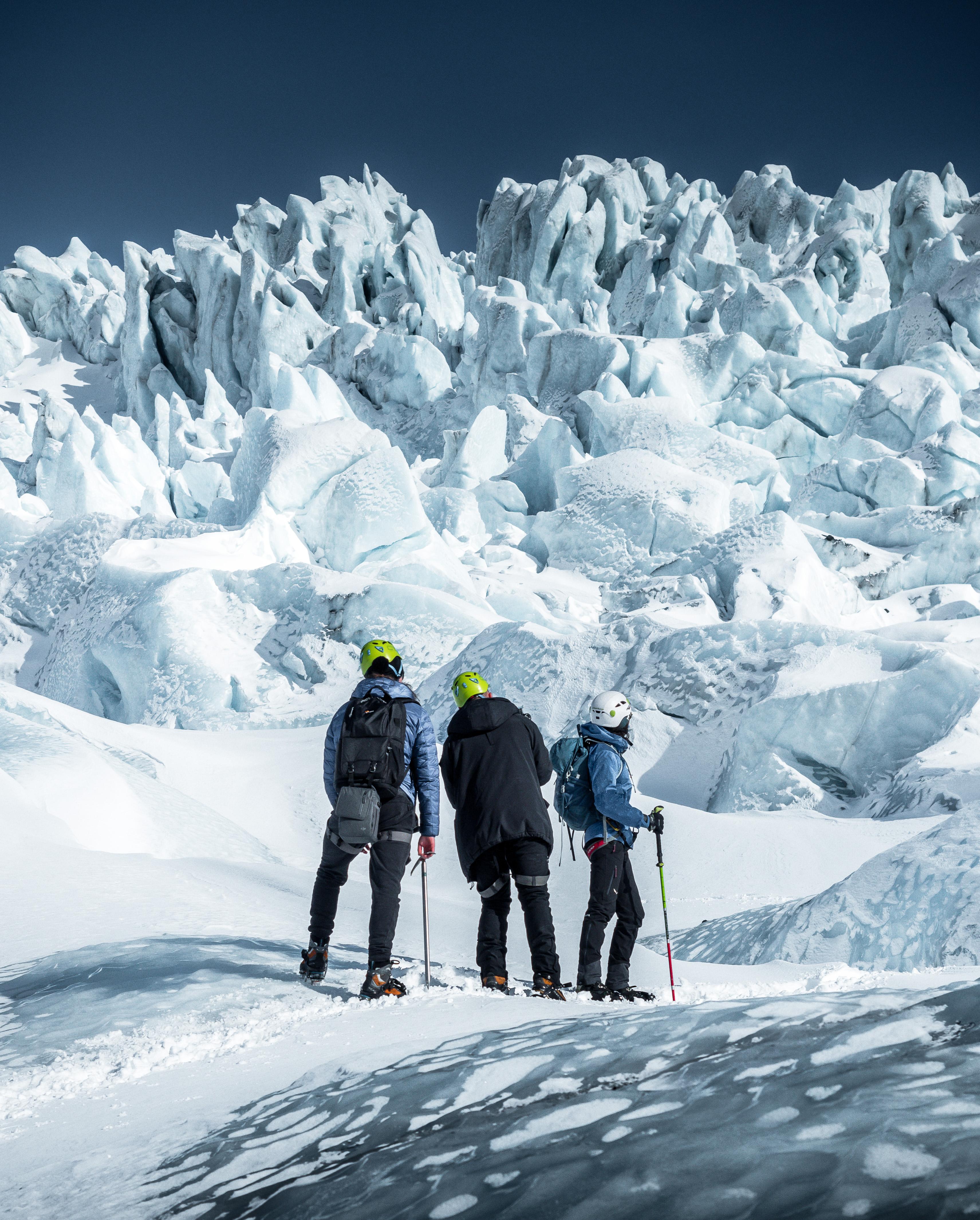 スカフタフェトルで3時間半の氷河ハイキング 健脚者向け