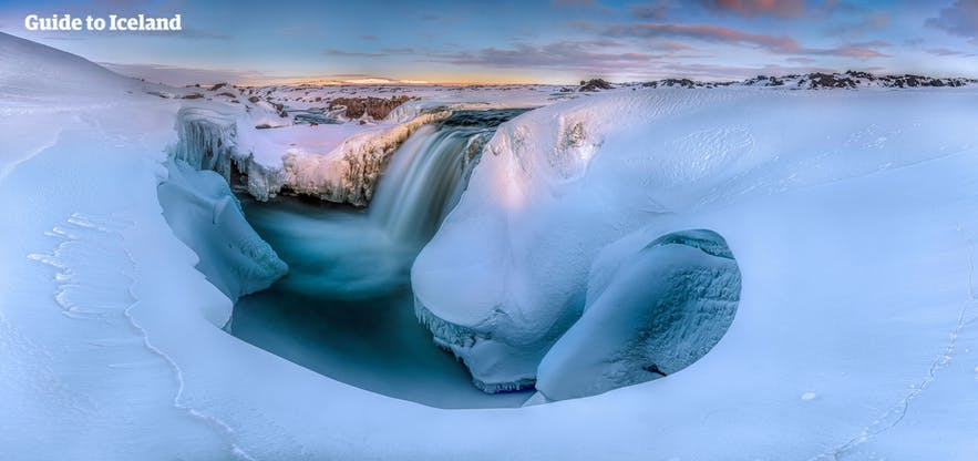 These waterfalls of the north can be easily reached by booking a tour through Guide to Iceland.