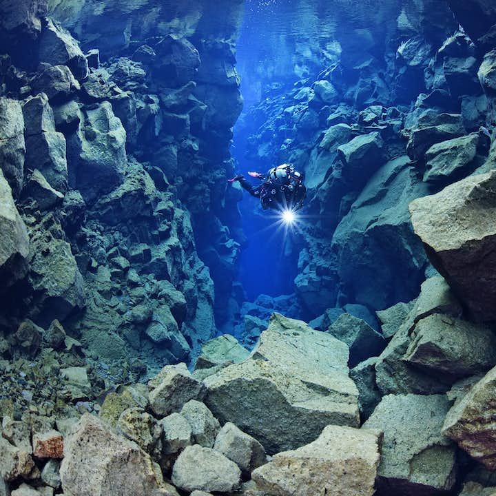 Dykking i tørrdrakt i Silfra