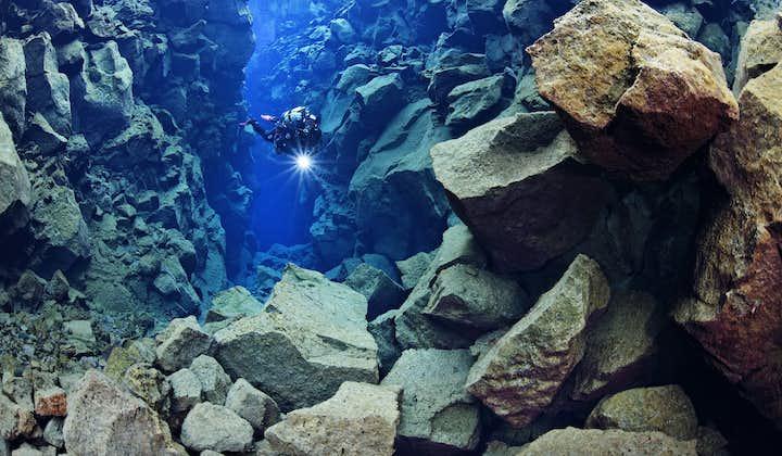 Dykning med torrdräkt i Silfra