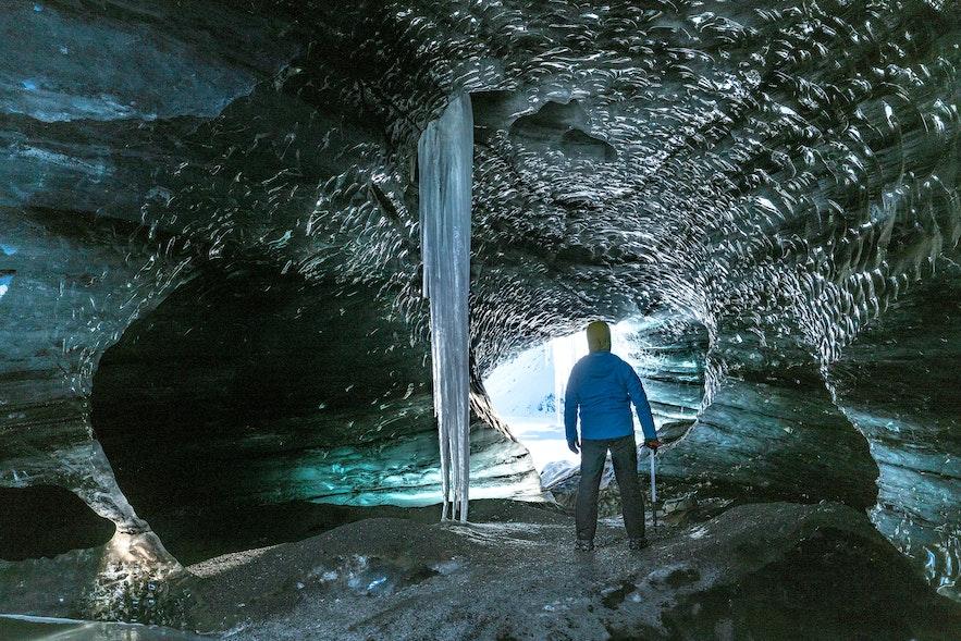 卡特拉火山下的冰洞