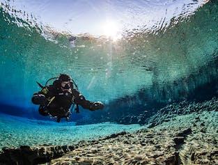 Bucear en Silfra significa bucear en algunas de las aguas más claras del mundo.