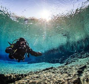 Immersioni a Silfra | Immersione in muta stagna con ritiro