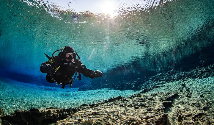 Immersioni a Silfra   Immersione in muta stagna con ritiro