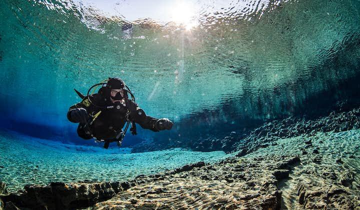 Udflugt med dykning i Silfra   Tørdragtdykning med afhentning