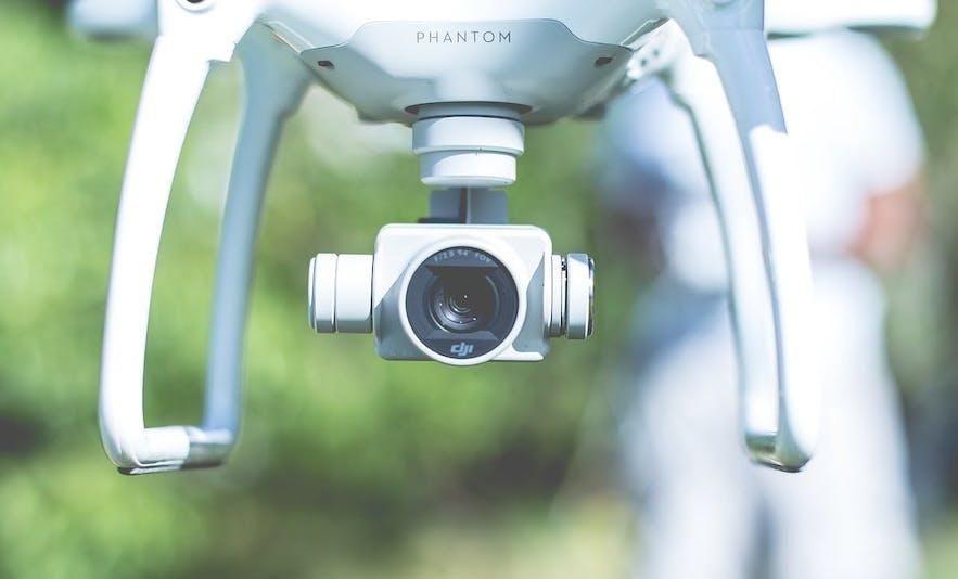 在冰岛使用无人机摄影