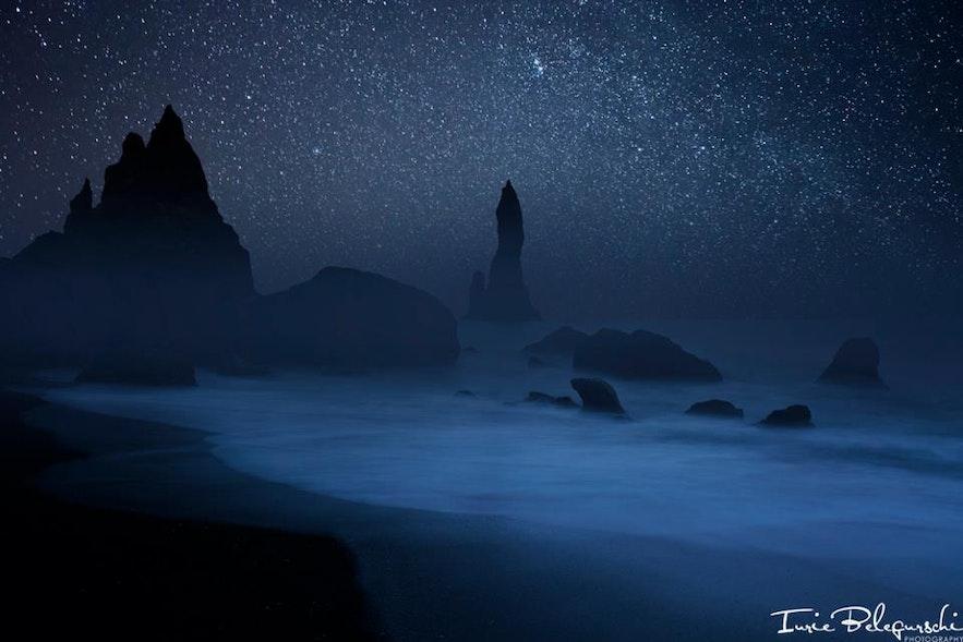 冰岛南岸黑沙滩Reynisdrangar夜景-璀璨星空