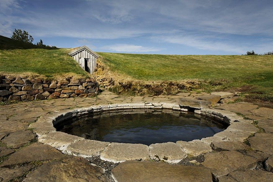 历史悠久的Snorralaug浴池