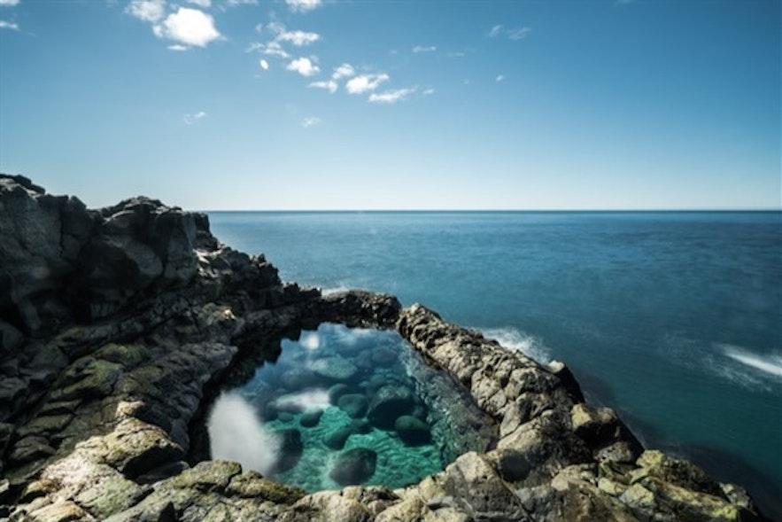 充满危险的美丽-只可远观不可下水的雷克亚内斯半岛海边泳池Brimketill