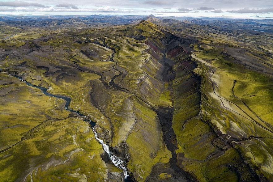 从空中鸟瞰Eldgja峡谷,仿佛来到了神话中的世界