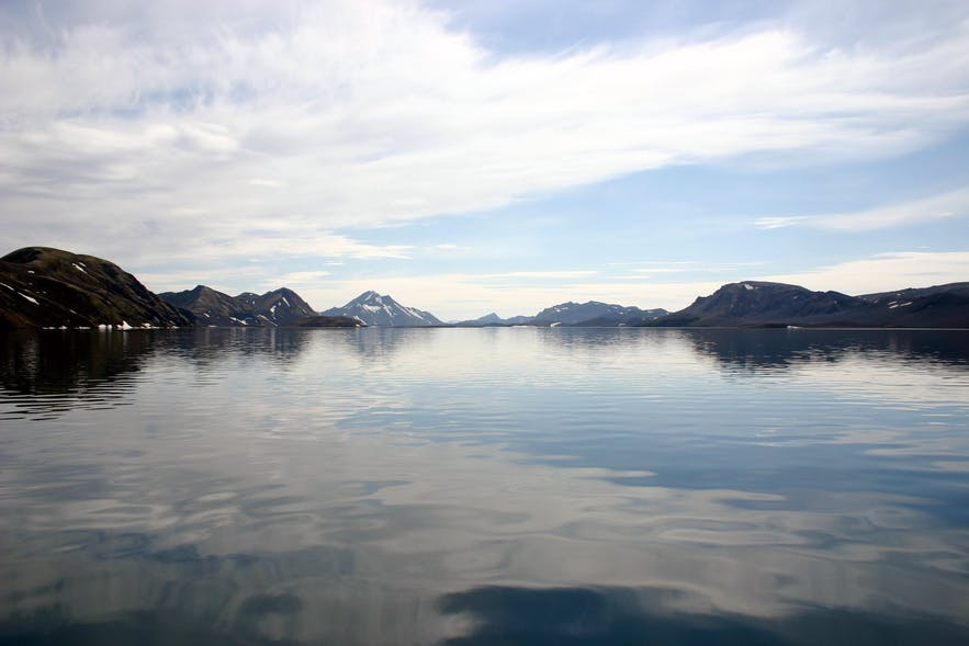 冰岛内陆高地的朗吉湖是冰岛最清澈的湖泊之一