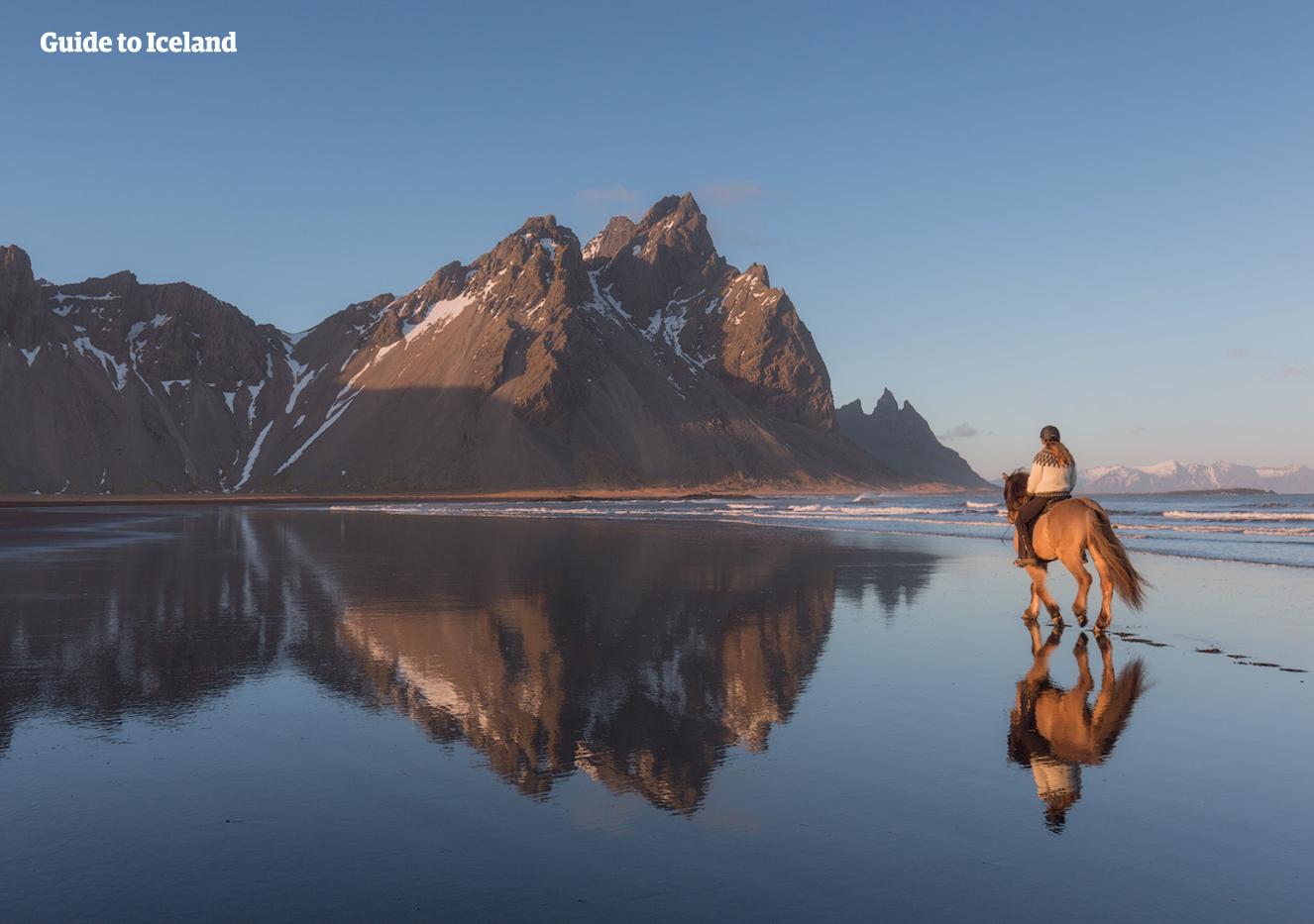 冰岛东部峡湾多奇山,棱角分明的西角山就是其中最著名的一座