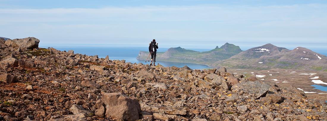 冰岛西峡湾地区多壮丽的群山与幽邃的海湾