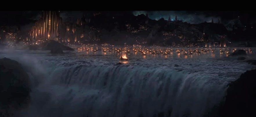 雷神2:黑暗世界中,雷神 母亲的葬礼场景取景于冰岛的黛提瀑布