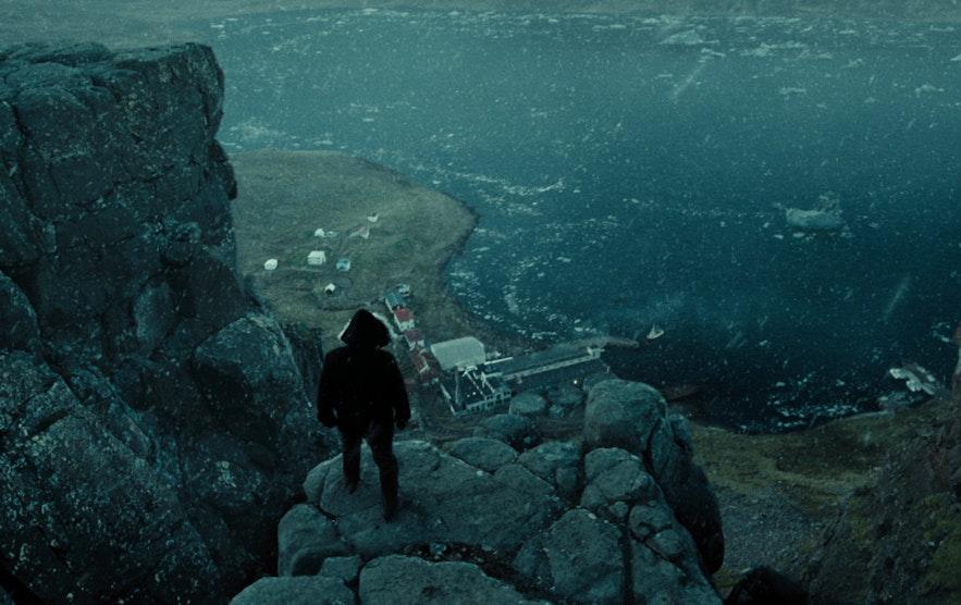 DC正义联盟中蝙蝠侠鸟瞰海王所在地的场景就拍摄于冰岛西峡湾