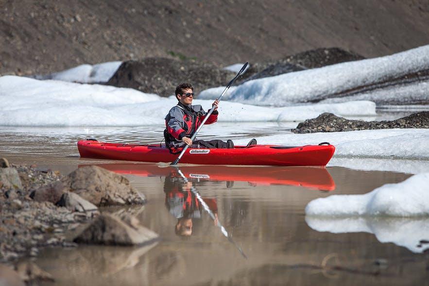 在冰岛划皮划艇