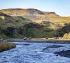 Podczas wycieczki quadem na Islandii zobaczysz przepiękne krajobrazy.