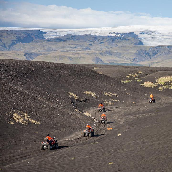 参加冰岛南岸ATV飞机残骸旅行团欣赏冰岛如外星般的自然景色