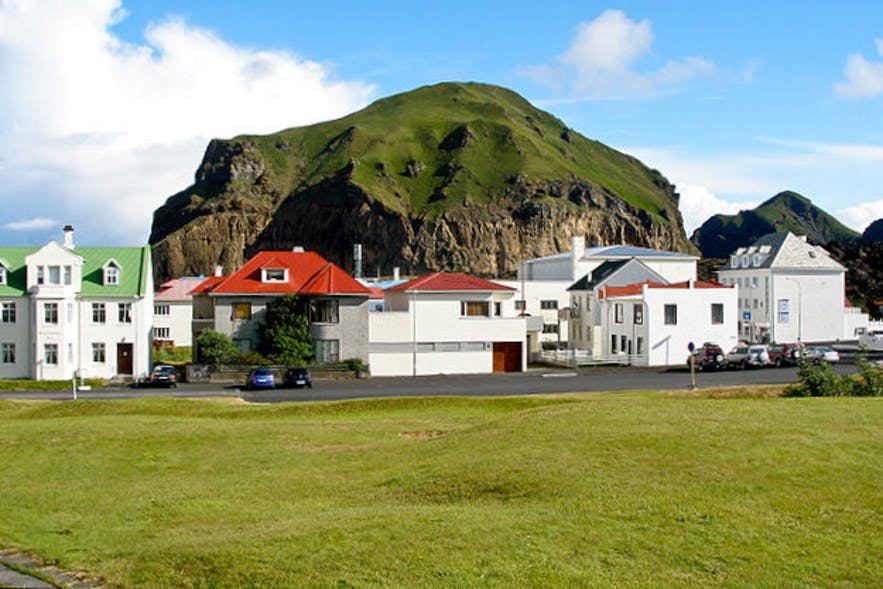 Westman islands by Thomas Quine from Wikimedia Commons