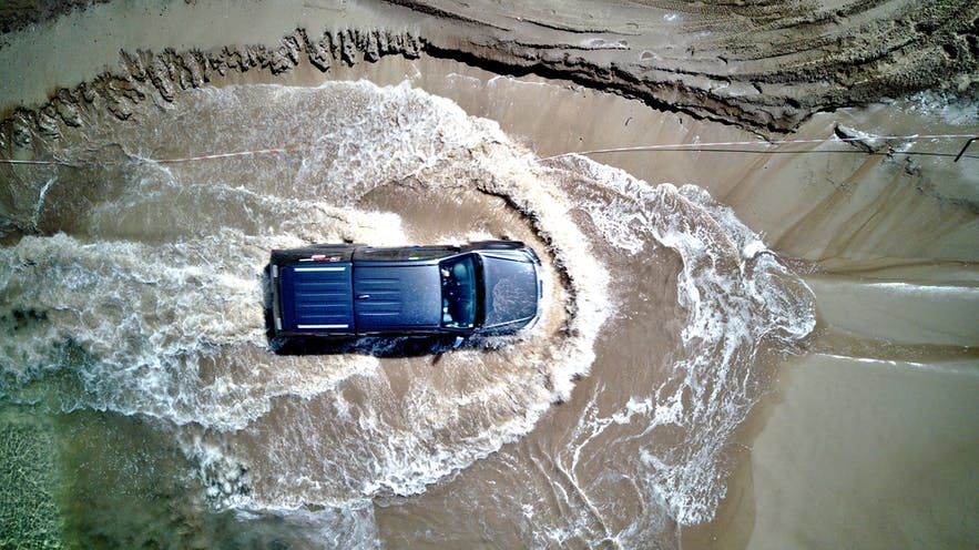 在冰島自駕渡河對車輛的損傷都是由駕駛者全額賠款的