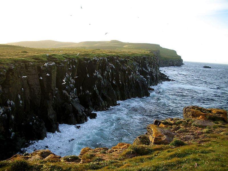 冰岛北极圈内的格里姆塞岛,图片来自Wikimedia Commons:MosheA