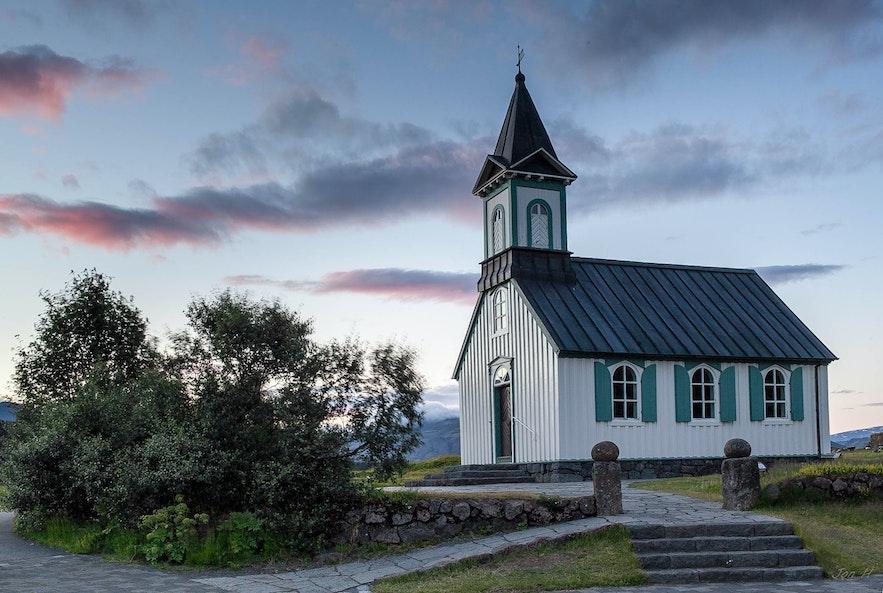 辛格瓦德拉教堂位于冰岛黄金圈景区中的辛格维利尔国家公园