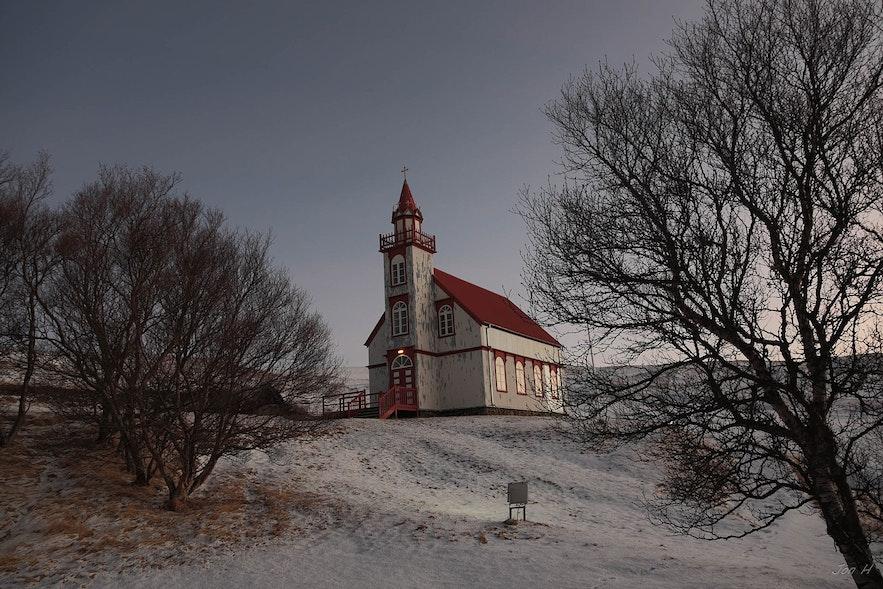 Hlidarendakirkja教堂位于冰岛一号环岛公路支线