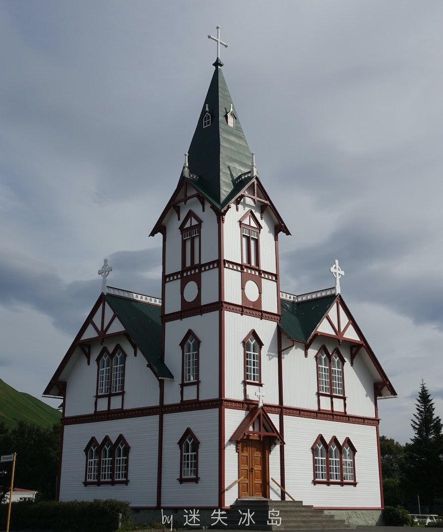 冰岛北部的胡萨维克教堂