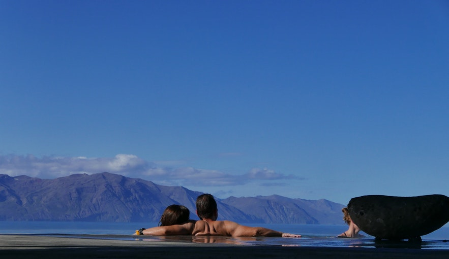 北アイスランドのフィヨルドの風景が眺められるGeoSeaスパ