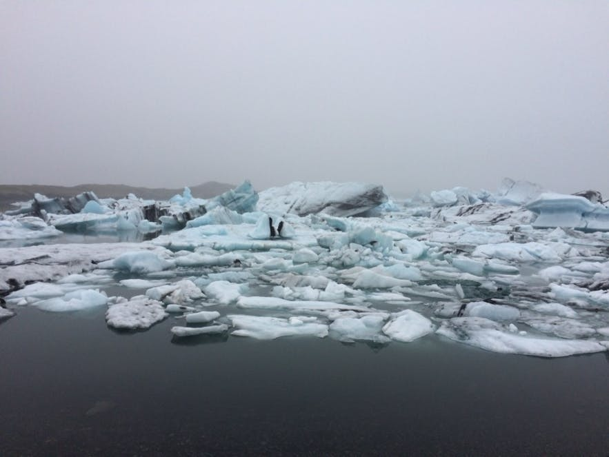 ヨークルスアゥルロゥン氷河湖の風景