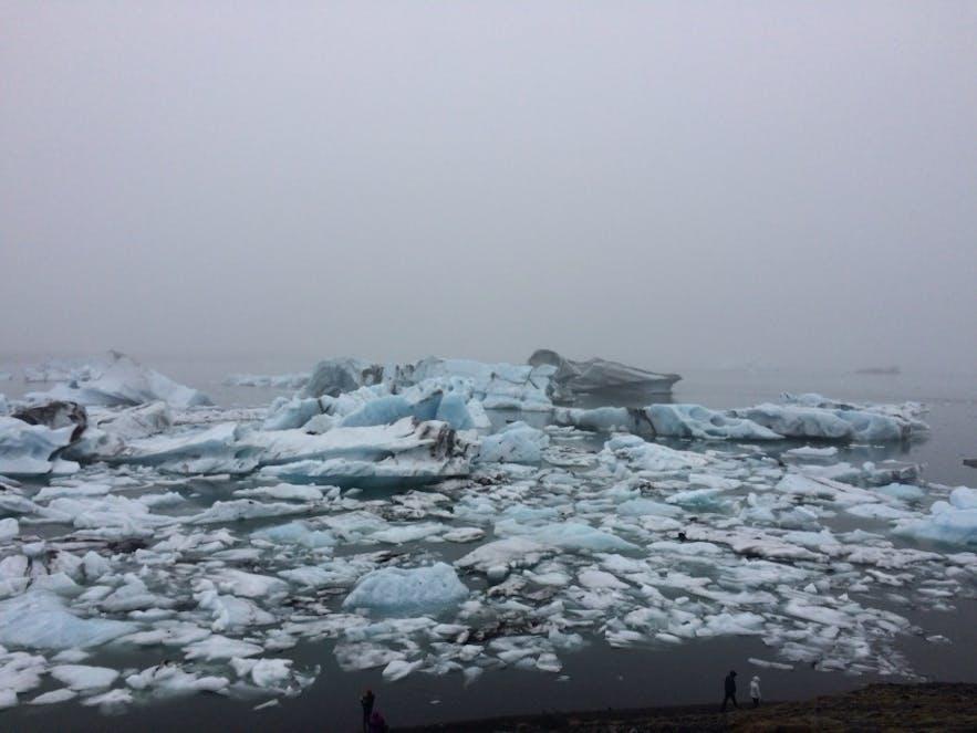 ヨークルスアゥルロゥン氷河湖の氷塊