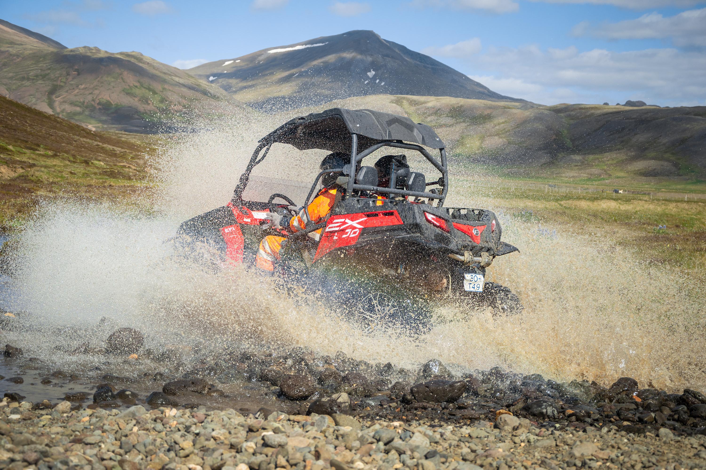 Buggy Offroad-Erlebnis auf dem Berg Esja in Island.