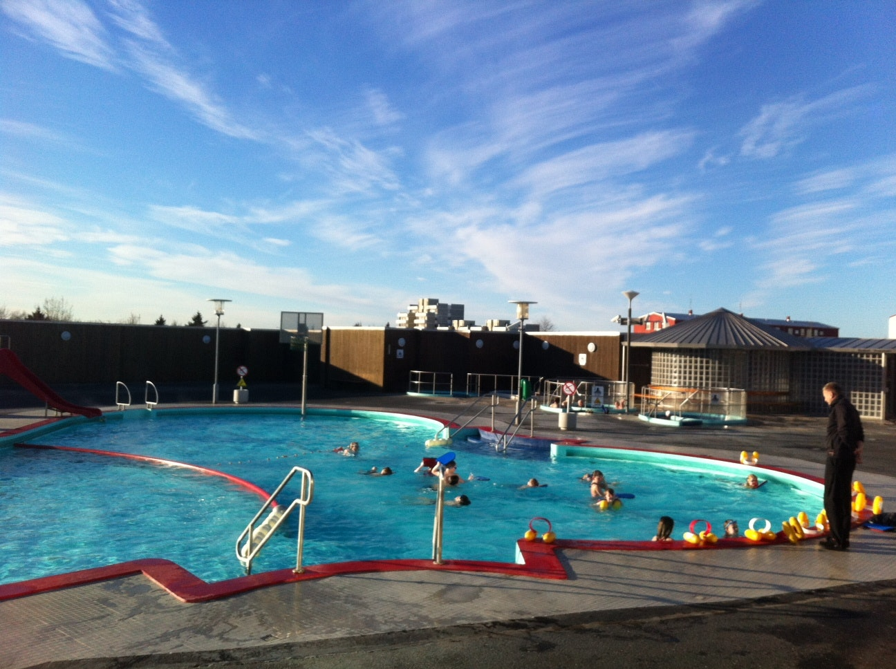 vesturbaejarlaug-冰岛首都雷克雅未克温泉泳池