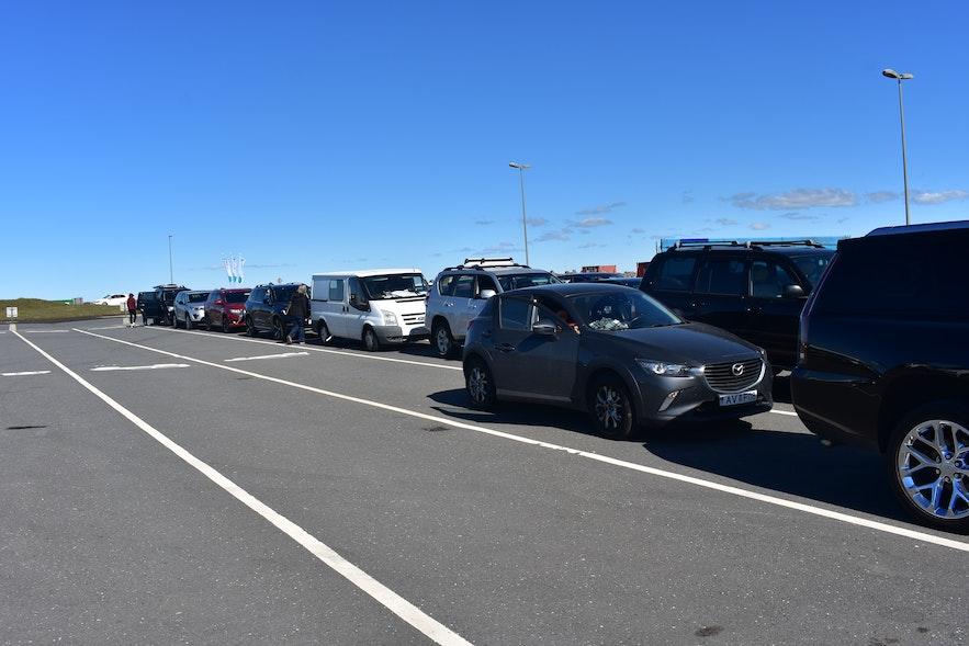 Warten auf die Überfahrt nach Vestmannaeyjar.