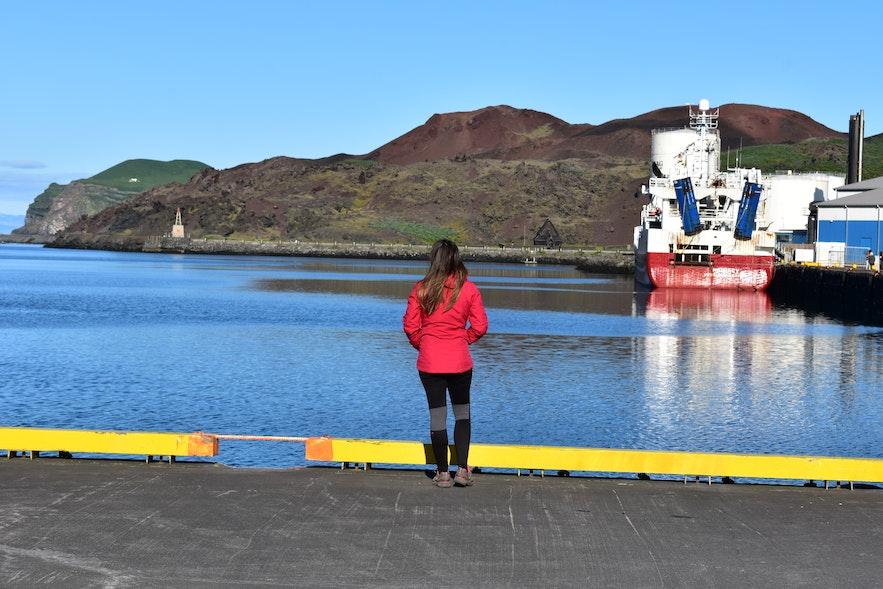 Vor der Abfahrt am Hafen auf den Westmännerinseln.