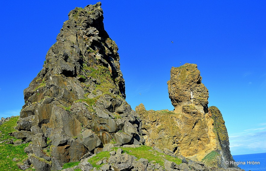 Lóndrangar volcanic plugs at Snæfellsnes