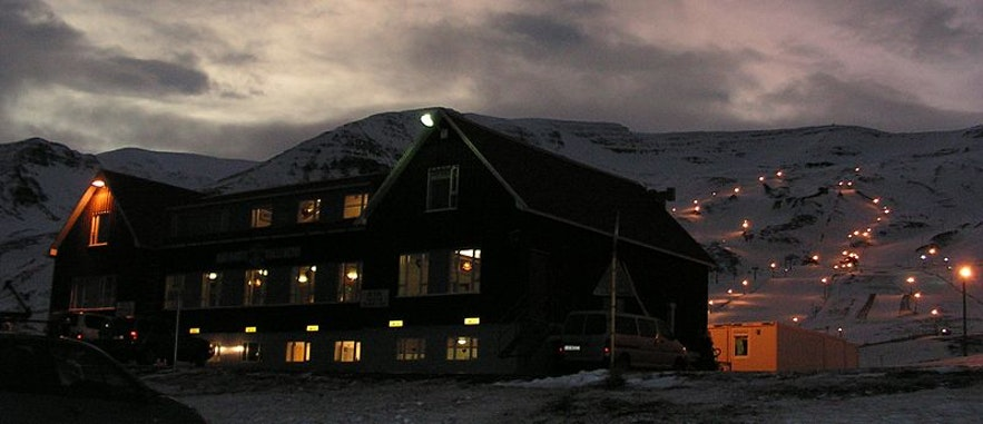 Hlíðarfjall in Akureyri by Fancy-cats-are-happy-cats from Wikimedia Commons