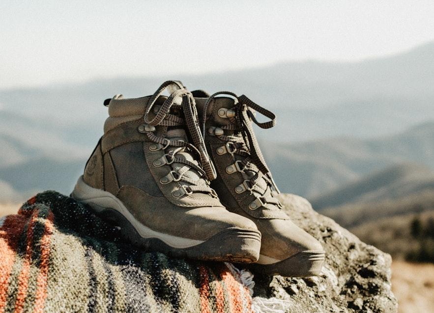 專門為戶外設計的登山鞋是一年四季都適合的冰島鞋子選擇