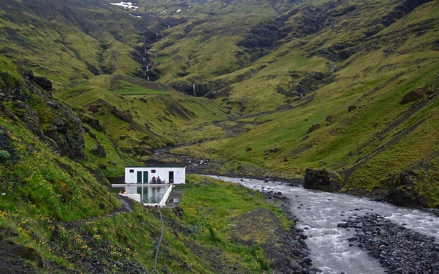 Seljavallalaug-bassinet ved BiT fra Wikimedia Commons